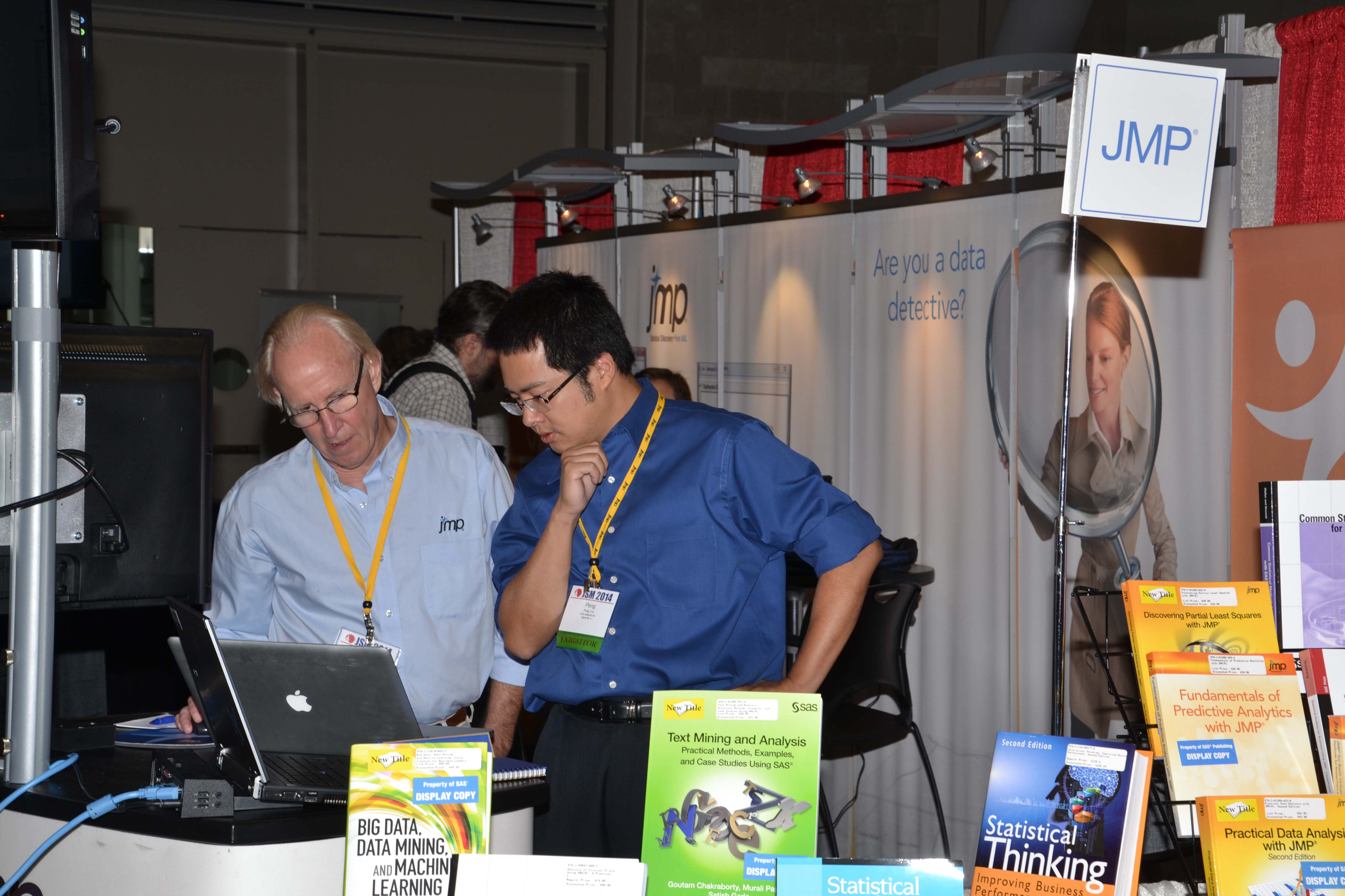 Bradley Jones and Peng Liu at the JMP booth in the exhibit hall