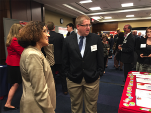 Mark Culp discusses his research with NSF Director France Córdova.